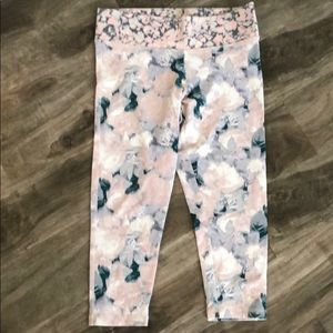 Victoria's Secret athletic cropped leggings